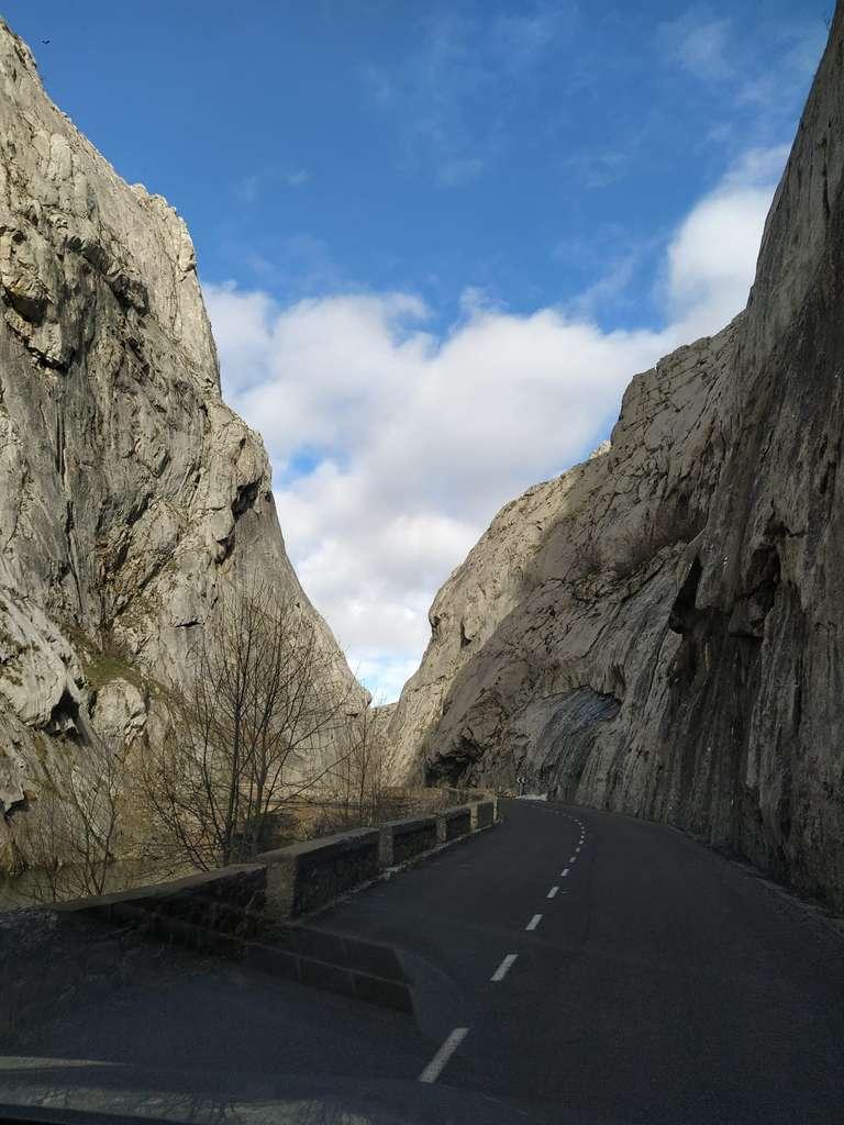 Carretera a la Cueva