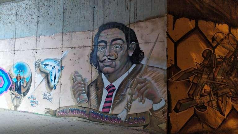 Grafitti acceso paseo fluvial