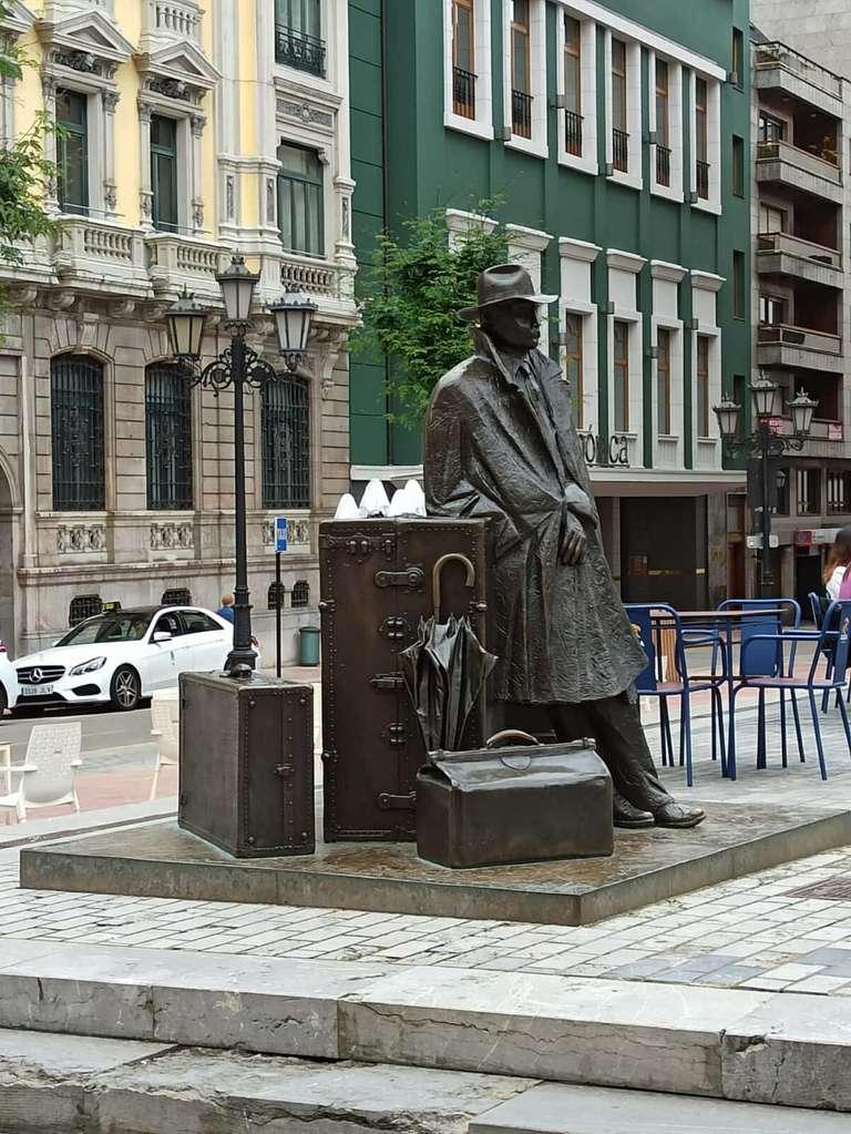 Estatua El Viajero